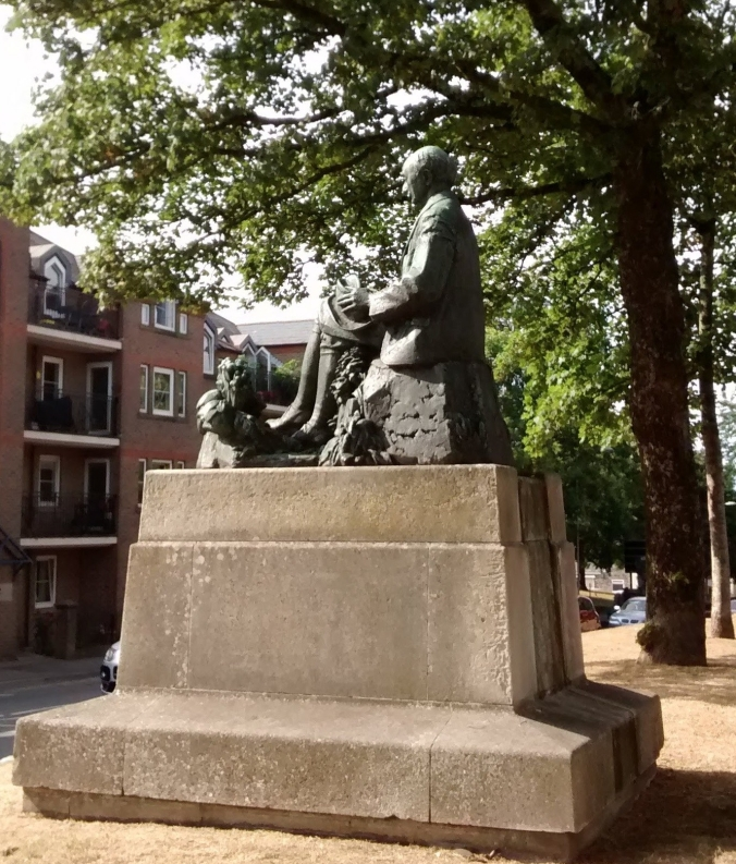 TH statue back